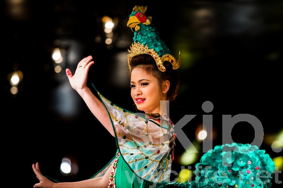 Cultural;Smile;Thai;Thailand;Traditional Dress;Woman;dance;performance