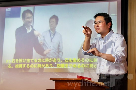 Asia;Asian;Deaf;JPN;Japanese Sign Language;[jsl];glasses;male;man;pulpit;scripture;video