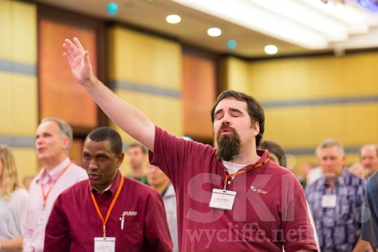 American;Hand;ICON;Look!2012;Man;North American;SIL International Conference;Wycliffe Global Gathering;beard;hand raised;hombre;homem;homme;main;mano;mão;手;手(一隻);男人;男性