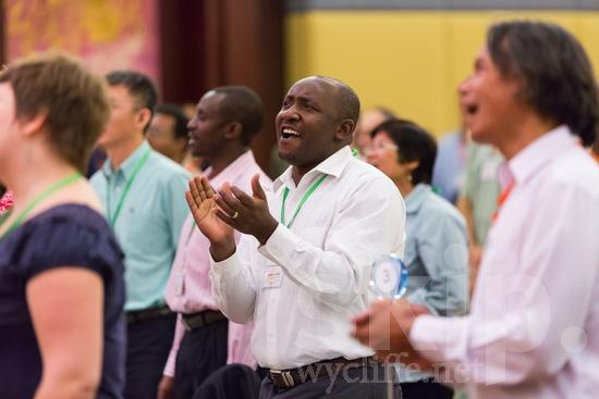 African;Cameroonian;ICON;Look!2012;Man;SIL International Conference;Wycliffe Global Gathering;africain;africaine;africana;africano;clapping;hombre;homem;homme;sing;worship;アフリカ人;男人;男性;非洲人