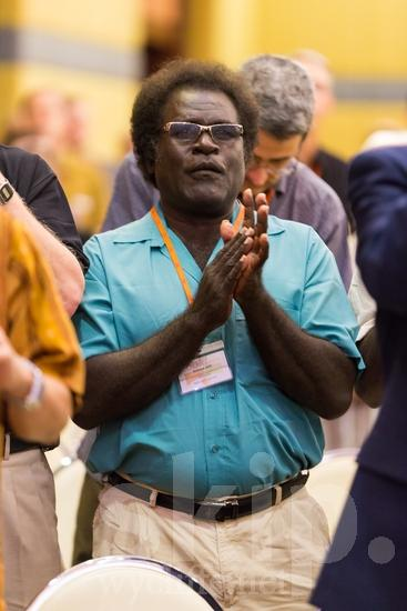 ICON;Look!2012;Man;Pacific Islander;SIL International Conference;Solomon Islander;Wycliffe Global Gathering;clapping;glasses;hombre;homem;homme;sing;男人;男性