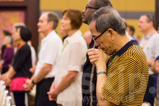 Asian;ICON;Look!2012;Man;SIL International Conference;Singaporean;Wycliffe Global Gathering;hombre;homem;homme;pray;男人;男性