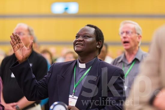 African;ICON;Look!2012;Man;SIL International Conference;Sudanese;Wycliffe Global Gathering;africain;africaine;africana;africano;hand raised;hombre;homem;homme;sing;アフリカ人;男人;男性;非洲人