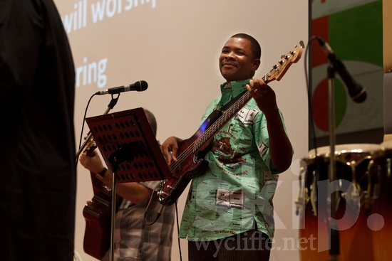 African;Audio Technology;Burkinabe;Conference;Guitar;Man;Worship;africain;africaine;africana;africano;audio tecnología;conferencia;conferência;conférence;guitare;guitarra;hombre;homem;homme;technologie audio;tecnologia de áudio;violão;アフリカ人;オーディオ;カンファレンス;ギター;大會;男人;男性;結他;非洲人;音效科技