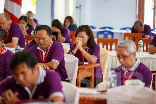 Asia;Asian;Asien;Believer;COUNTRY;Christian;Christianity;Church;Community;Conference;Eye-glasses;Gathering;Hand;Indonesia;Indonesian;Indonesien;Indonésia;Indonésie;Indonésien;Indonésienne;L\'Asie;Man;PEOPLE;PLACE;Pray;RELIGION;Woman;Wycliffe;[ind];asiatique;asiática;asiático;chrétien;chrétienne;communauté, population;comunidad;comunidade;conferencia;conferência;conférence;crentes;creyentes;cristianas;cristianos;cristãos;cristãs;croyant;croyante;encontro;encuentro;femme;gafas;hombre;homem;homme;indonesa;indonés;indonésia;indonésio;lunettes;main;mano;mujer;mulher;mão;orar;prier;rassemblement;religião;religión;Ásia;óculos;Азия;Индонезия;アジア人;インドネシア人;ウイクリフ;カンファレンス;クリスチャン;コミュニティー;亚洲;亞洲人;信徒;信者;印尼;印尼土著;基督徒;大會;女人;女性;威克理夫;宗教;手;手(一隻);男人;男性;眼鏡;社區;祈り;禱告;聚會;集まり;아시아;인도네시아