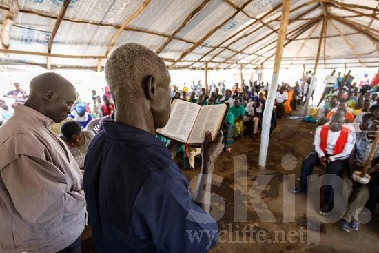 Africa;African;Afrika;Believer;Bible Reading;COUNTRY;Christian;Christianity;Church;L\'Afrique;Leitura da Bíblia;Man;Ouganda;PEOPLE;PLACE;RELIGION;Reading;Uganda;Woman;Wycliffe;africain;africaine;africana;africano;chrétien;chrétienne;crentes;creyentes;cristianas;cristianos;cristãos;cristãs;croyant;croyante;femme;hombre;homem;homme;lectura;lectura de la Biblia;lecture;lecture biblique;leitura;mujer;mulher;religião;religión;{kbo};África;Африка;Уганда;アフリカ人;ウイクリフ;クリスチャン;乌干达;信徒;信者;基督徒;女人;女性;威克理夫;宗教;男人;男性;聖書朗読;聖經閱讀;読書;閱讀;非洲;非洲人;아프리카;우간다