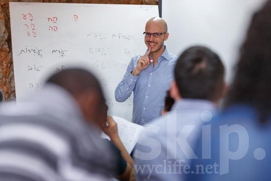 COUNTRY;Classroom;Desenvolvimento Linguístico;Education;Eye-glasses;Israel;Israël;Language Development;Man;PEOPLE;PLACE;School;Smile;TITLE;Teacher;Training;Wycliffe;[heb];aula;capacitación;desarrollo lingüístico;développement du potentiel des langues;educación;educação;enseignant;enseignante;enseignement ;entraînement;escola;escuela;formation;gafas;hombre;homem;homme;lunettes;maestra;maestro;professor;professora;sala de aula;salle de classe;sonreír;sorriso;sourire;treinamento;école;óculos;Израйль;ウイクリフ;トレーニング;以色列;先生;威克理夫;学校;學校;微笑;教室;教師;教育;男人;男性;眼鏡;笑顔;言語開発;訓練;語言發展;課室;이스라엘