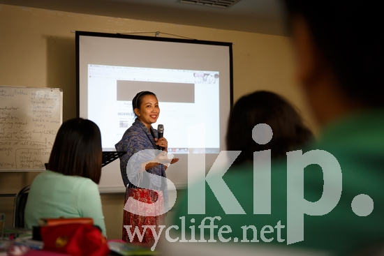 Asia;Asian;Bangkok;Cathy Miedes;Filipino;Thailand;communication;meeting;speaking;standing;workshop