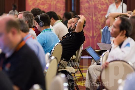 ICON;Look!2012;Man;North American;SIL International Conference;Salvadorian;Wycliffe Global Gathering;headphones;hombre;homem;homme;listening;男人;男性