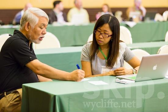 Asian;Chinese;Hong Kongese;ICON;Japanese;Look!2012;Man;SIL International Conference;Wycliffe Global Gathering;hombre;homem;homme;woman;writing;男人;男性