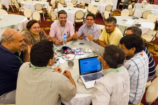 Costa Rican;ICON;Look!2012;Man;Mexican;North American;SIL International Conference;Salvadorian;South American;Venezuelan;Wycliffe Global Gathering;computer;hombre;homem;homme;smile;talking;woman;男人;男性