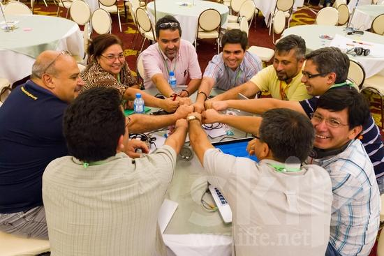 Chilean;Costa Rican;Hand;ICON;Look!2012;Man;Mexican;North American;Peruvian;SIL International Conference;Salvadorian;South American;Venezuelan;Wycliffe Global Gathering;community;glasses;hombre;homem;homme;main;mano;mão;smile;team;woman;手;手(一隻);男人;男性
