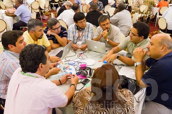Argentinian;Chilean;Colombian;ICON;Look!2012;Man;North American;Peruvian;SIL International Conference;Salvadorian;South American;Wycliffe Global Gathering;computer;hombre;homem;homme;talking;男人;男性