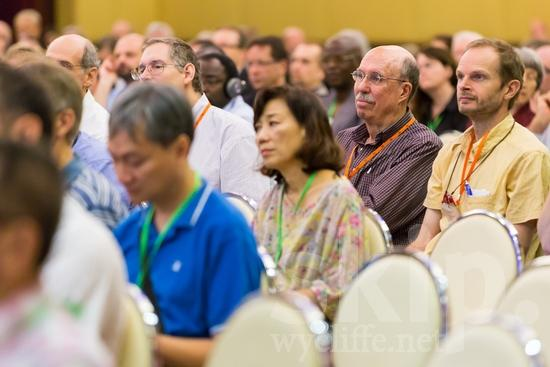 American;ICON;Look!2012;Man;North American;SIL International Conference;Wycliffe Global Gathering;hombre;homem;homme;listening;woman;男人;男性