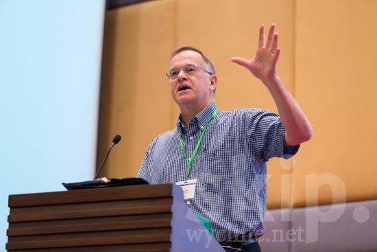 British;European;ICON;Look!2012;Man;SIL International Conference;Wycliffe Global Gathering;hombre;homem;homme;talking;男人;男性
