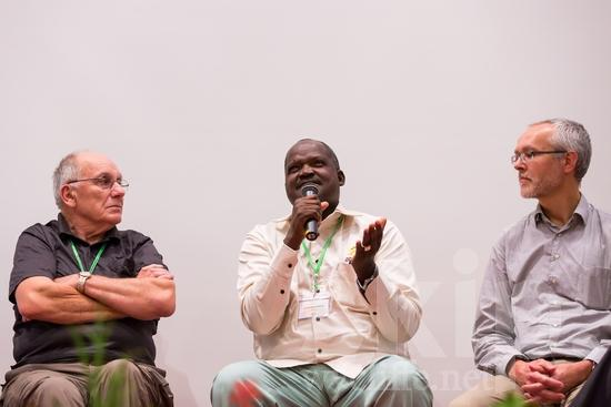 African;Burkinabe;European;ICON;Look!2012;Man;New Zealander;SIL International Conference;Swiss;Wycliffe Global Gathering;africain;africaine;africana;africano;hombre;homem;homme;microphone;talking;アフリカ人;男人;男性;非洲人