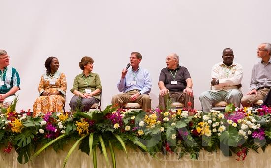 African;American;British;Burkinabe;European;ICON;Ivorian;Look!2012;Man;New Zealander;North American;SIL International Conference;Salvadorian;Swiss;Wycliffe Global Gathering;africain;africaine;africana;africano;hombre;homem;homme;talking;woman;アフリカ人;男人;男性;非洲人