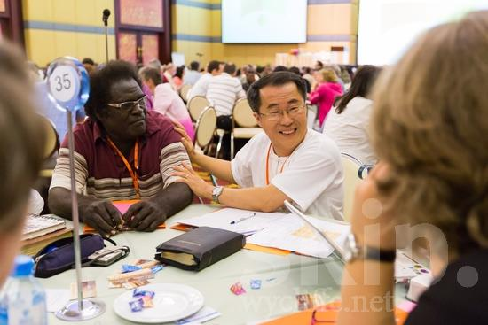 Asian;ICON;Look!2012;Man;SIL International Conference;Solomon Islander;Thai;Wycliffe Global Gathering;glasses;hombre;homem;homme;talking;男人;男性