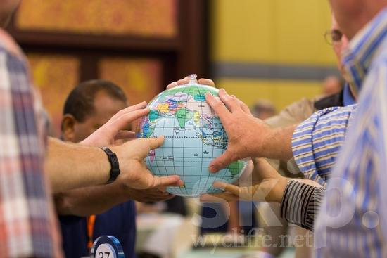 Hand;ICON;Look!2012;Man;SIL International Conference;Wycliffe Global Gathering;hombre;homem;homme;main;mano;mão;pray;手;手(一隻);男人;男性