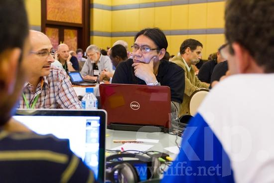 Brazilian;European;ICON;Look!2012;Man;SIL International Conference;South American;Spanish;Wycliffe Global Gathering;glasses;hombre;homem;homme;talking;男人;男性