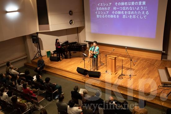Asia;Japan;audiance;guitar;media;microphone;music;musician;performance;piano;podium;screen;sing;song