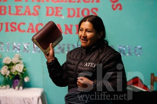Believer;Bible;Book;COUNTRY;Christian;Christianity;Church;Education;Literacy;PEOPLE;PLACE;Peru;Peruvian;Perú;Portrait;Pérou;Quechua;RELIGION;South America;South American;TITLE;Teacher;Woman;Wycliffe;[que];chrétien;chrétienne;crentes;creyentes;cristianas;cristianos;cristãos;cristãs;croyant;croyante;educación;educação;enseignant;enseignante;enseignement ;femme;libro;livre;livro;maestra;maestro;mujer;mulher;portrait;professor;professora;religião;religión;retrato;Перу;ウイクリフ;クリスチャン;ポートレート;人像;信徒;信者;先生;基督徒;女人;女性;威克理夫;宗教;教師;教育;書;本;秘鲁;페루