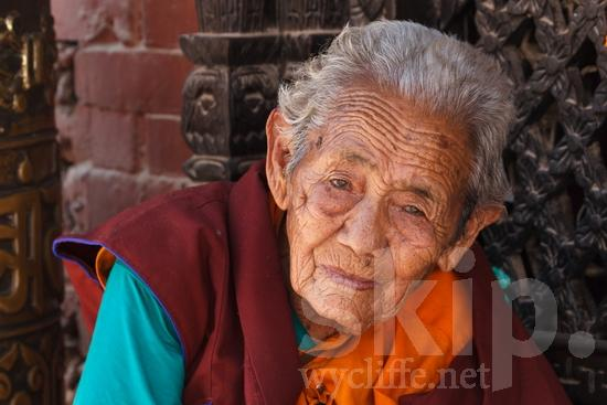 Asia;Asian;Asien;L\'Asie;Nepal;Nepalese;Népal;Portrait;Temple;Tibetan Buddhism;Traditional Clothing;Urban;Woman;asiatique;asiática;asiático;bouddhisme;budismo;femme;mujer;mulher;religião;religión;Ásia;Азия;Непал;アジア人;亚洲;亞洲人;仏教;佛教;女人;女性;宗教;尼泊尔;네팔;아시아