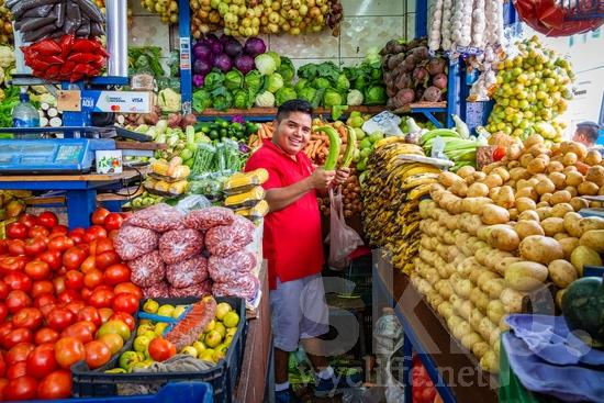 Central America;Costa Rica;San Jose;fruits;man;smile;street photography;vegetables
