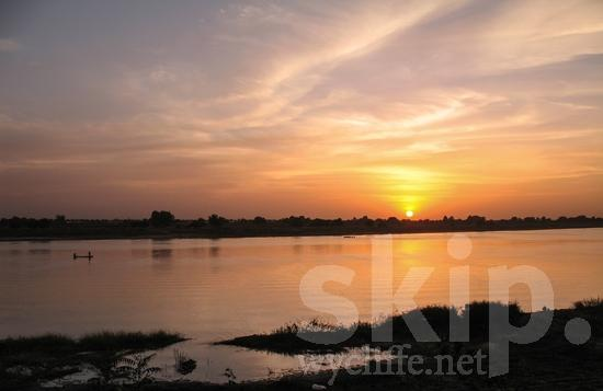 Chad;sunset;Africa;fishing;boats;water;river