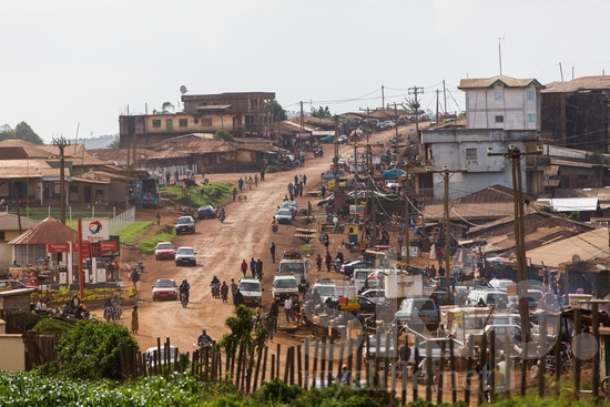 Africa;CMR;Cameroonian;buses;businesses;camino;cars;estrada;gas station;houses;motorcycle;northwest;petrol station;road;route;town;walking;道;道路