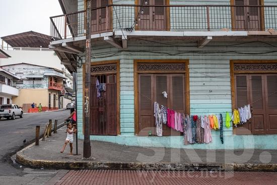 Central America;Panama City;buildings;girl;laundry;street corner;street photography