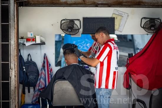 Central America;Panama City;barber;hair;haircut;men;street photography
