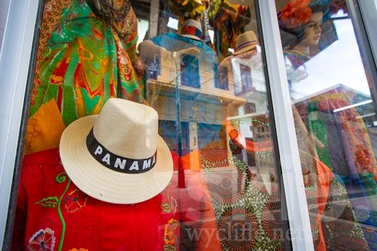 Central America;Panama City;hat;souvenir;street photography