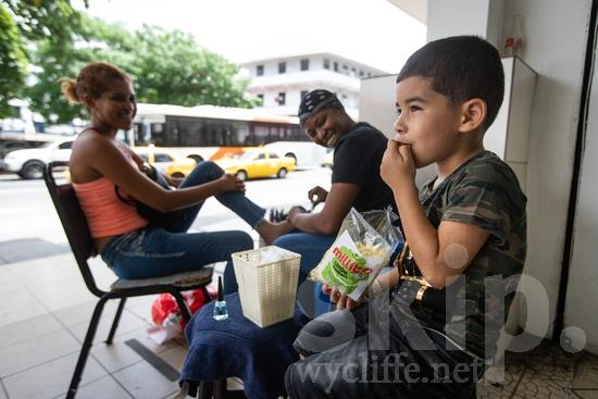 Central America;Panama City;boy;child;eating;food;street photography;women