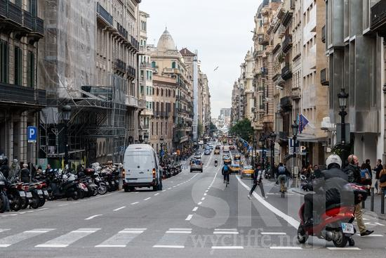 Bicycle;Building;COUNTRY;Car;City;Espagne;Espanha;España;Europa;Europe;L\'Europe;Man;PEOPLE;PLACE;Road;Scooter;Spain;Spanien;Spanish;Street;Traffic;Transportation;Urban;Woman;auto;bicicleta;bicyclette;bâtiment;calle;camino;carro;cidade;circulation;citadin, citadine, urbain, urbaine;ciudad;commerce, trafic;edificio (noun);estrada;femme;hombre;homem;homme;mujer;mulher;prédio;route;rua;rue;transporte;tráfego;tráfico;urbana;urbano;ville;voiture;Европа;Испания;ストリート;交通;交通工具;交通手段;單車;城巿;女人;女性;巿區;建物;建築物;欧洲;汽車;男人;男性;自動車;自転車;街;街道;西班牙;道;道路;都市;에스파냐;유럽