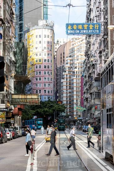 Asia;Asien;Building;COUNTRY;Cable Car;Car;China;Chine;City;Hong Kong;L\'Asie;Man;PEOPLE;PLACE;Road;Transportation;Urban;Woman;Youth* [yue];auto;bâtiment;camino;carro;cidade;citadin, citadine, urbain, urbaine;ciudad;edificio (noun);estrada;femme;hombre;homem;homme;mujer;mulher;prédio;route;transporte;urbana;urbano;ville;voiture;Ásia;Азия;Китай;中国;亚洲;交通工具;交通手段;城巿;女人;女性;巿區;建物;建築物;汽車;男人;男性;自動車;街;道;道路;都市;아시아;중국
