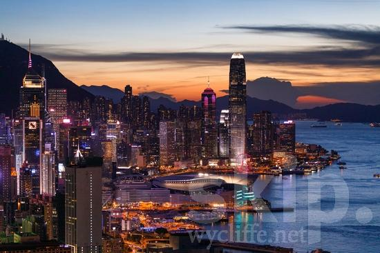 Asia;Asien;Building;COUNTRY;China;Chine;City;Harbor;Hong Kong;L\'Asie;Night;PLACE;Sunset;Urban;Water;Youth* [yue];bâtiment;cidade;citadin, citadine, urbain, urbaine;ciudad;crépuscule;edificio (noun);noche;noite;nuit;ocaso;prédio;pôr-do-sol;urbana;urbano;ville;Ásia;Азия;Китай;中国;亚洲;城巿;夕日;夜;巿區;建物;建築物;日落;晚上;街;都市;아시아;중국