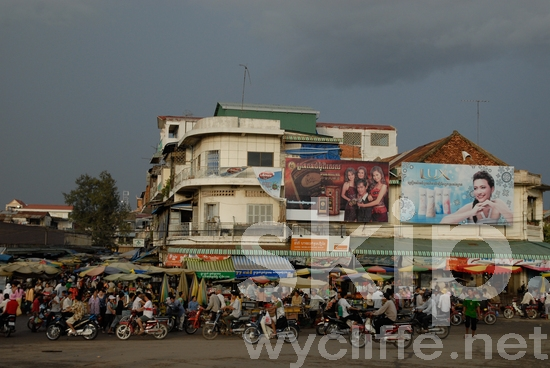 Market;Motorcycles;Crowd;People;Building;Clouds