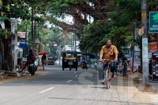 Asia;Asian;Asien;Bicycle;COUNTRY;Eye-glasses;Inde;India;Indian;Indien;Indienne;L\'Asie;Man;Motorcycle;PEOPLE;PLACE;Road;Street;Taxi;Transportation;Urban;[hin];asiatique;asiática;asiático;bicicleta;bicyclette;calle;camino;citadin, citadine, urbain, urbaine;estrada;gafas;hombre;homem;homme;indiana;indiano;indio;lunettes;route;rua;rue;transporte;táxi;urbana;urbano;Ásia;Índia;óculos;Азия;Индия;アジア人;インド人;ストリート;タクシー;亚洲;亞洲人;交通工具;交通手段;印度;印度人;單車;巿區;男人;男性;的士;眼鏡;自転車;街道;道;道路;都市;아시아;인도