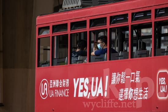 Asia;Asien;COUNTRY;Cable Car;China;Chine;Hong Kong;L\'Asie;Man;PEOPLE;Transportation;Youth* [yue];hombre;homem;homme;transporte;Ásia;Азия;Китай;中国;亚洲;交通工具;交通手段;男人;男性;아시아;중국