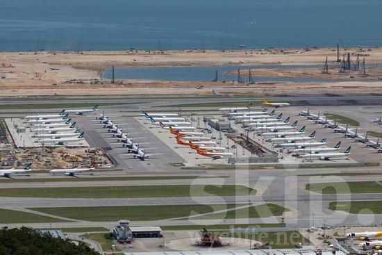 Airplane;Airport;Asia;Asien;COUNTRY;China;Chine;Harbor;Hong Kong;L\'Asie;Ocean;PLACE;Transportation;Water;Youth* [yue];aeroplano;aeroporto;aeropuerto;avion;avião;aéroport;oceano;océan;océano;transporte;Ásia;Азия;Китай;中国;亚洲;交通工具;交通手段;海;海洋;空港;飛機;飛機場;飛行機;아시아;중국